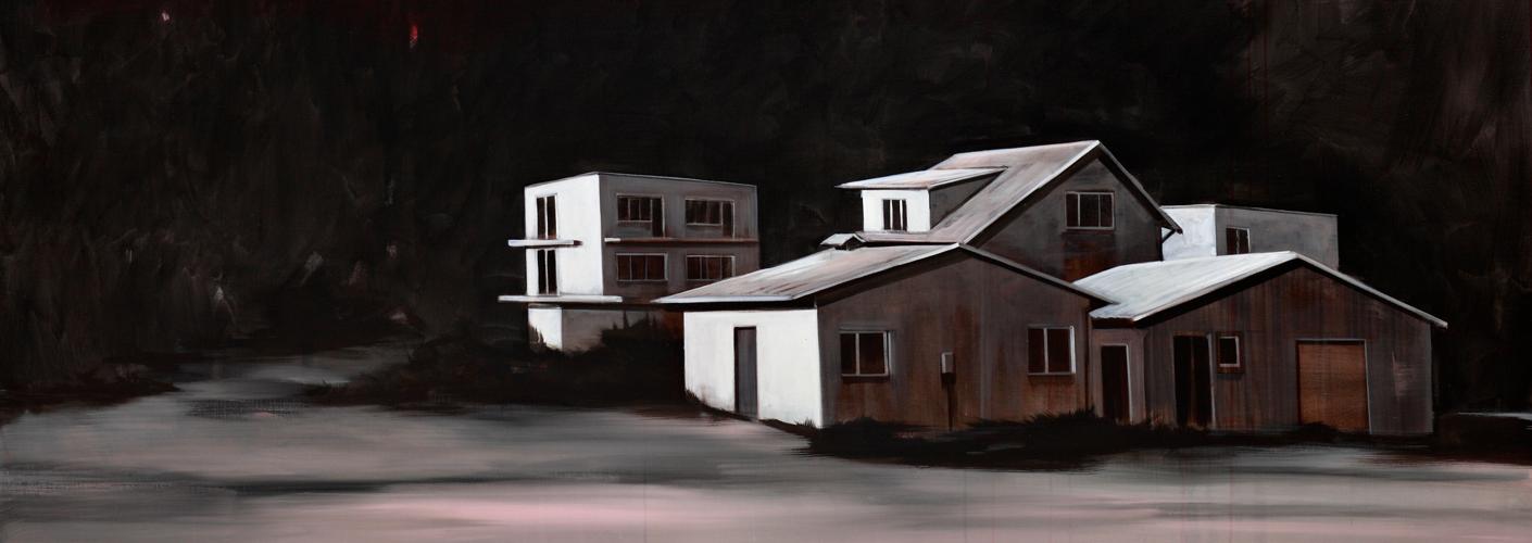 Auf dem Bild von dem Künstler Roman Lipski mit dem Titel Red Sky sind helle Häuser vor schwarzem Hintergrund zu sehen.