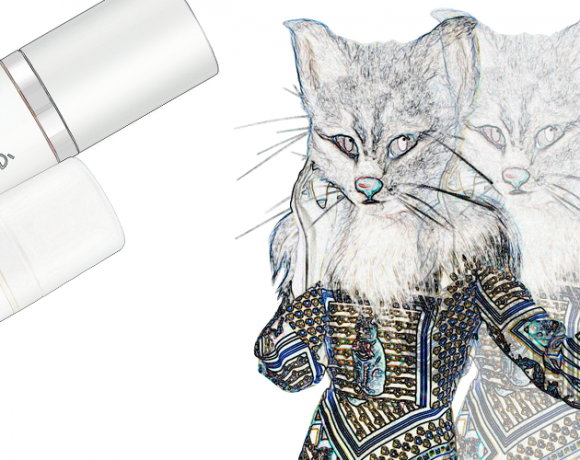 Auf dem dem Bild ist eine gedoppelte Version in Konturen von Pheline zu sehen. Daneben befinden sich die Beauty-Produkte Peeling Serum und Hydromaske von der Firma Cicé.
