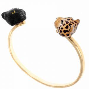 Auf dem Foto ist ein Armreif mit einem Panther- und Leopardenkopf aus Porzellan von NACH Bijoux zu sehen.